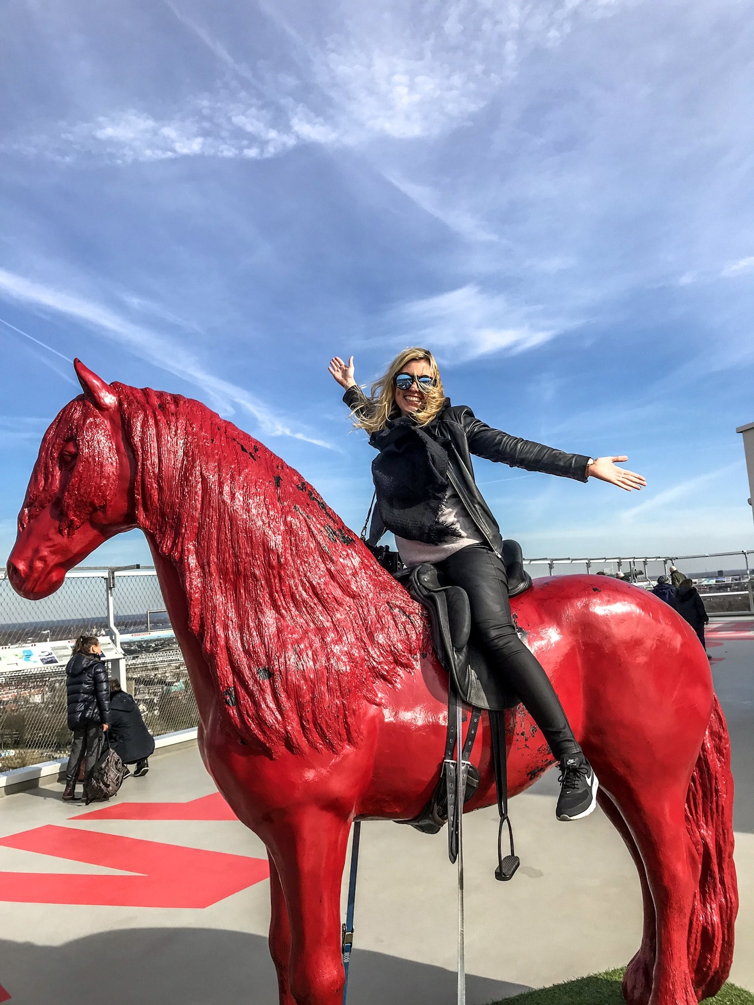 A'DAM Lookout Amsterdam - das rote Pferd